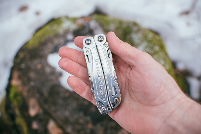 Размер Leatherman Sidekick в руке